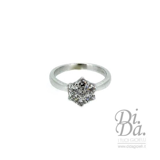 large éventail célèbre marque de designer à vendre Anello In Oro Bianco A Fiore Con Diamanti